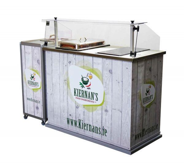 Verkostungstheke für Fleischprodukte mit mobilem Waschbecken